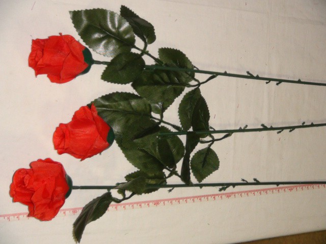 Роза-бутон 74 см., D= 5*3 см., пластик, ткань, красная