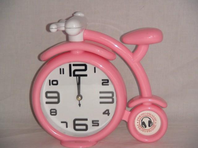 "Будильник  на батарейках ""Велосипед"" 17*18 см., пластик розовый"