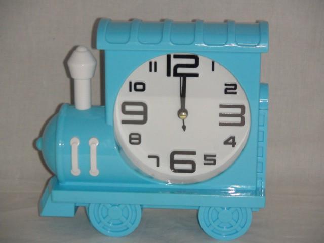 "Будильник на батарейках ""Паровоз"" 18*16 см., пластик голубой"